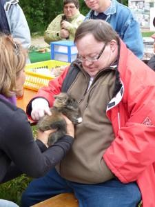 Mise en lien avec les animaux afin de travailler sur un axe de mise en confiance et de revalorisation de la personne